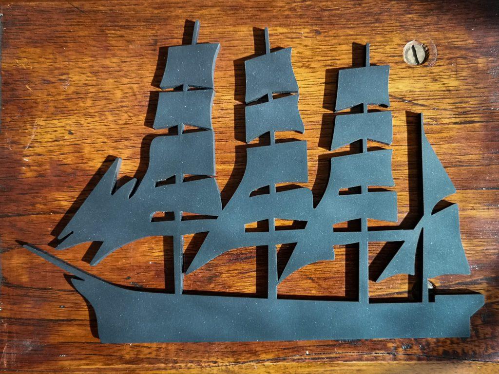 Grytunderlägg med motiv av fartyget Pommern.
